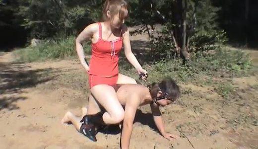 お嬢様に足でご飯を食べさせられ聖水を飲まされる奴隷男