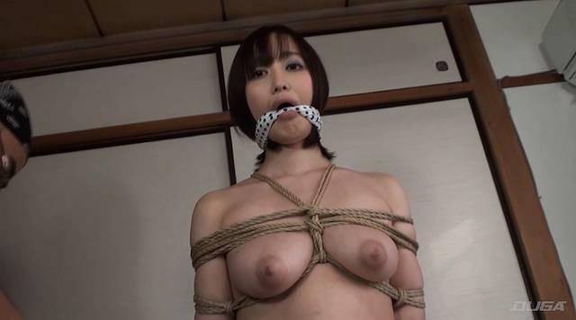 胸を緊縛される篠田ゆう