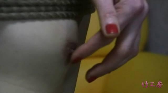 男の乳首を指で触る氷高碧