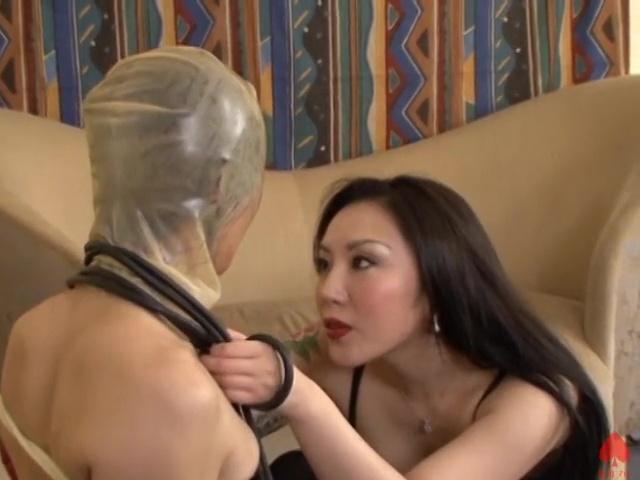 女装M子にラバーをつける麗子女王様