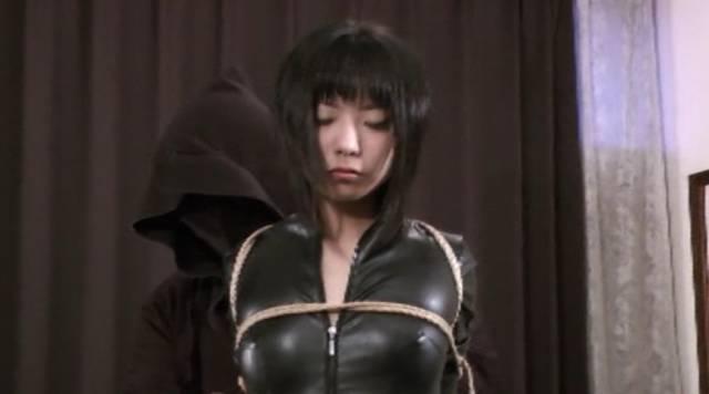 キャットスーツで縛られる椎名ゆう