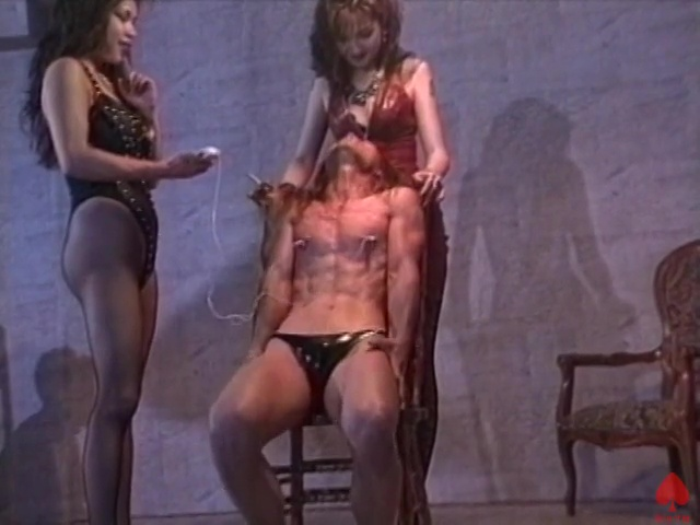 イイ身体しているM奴隷にやりたい放題です