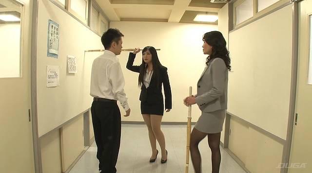 女教師金蹴り地獄001