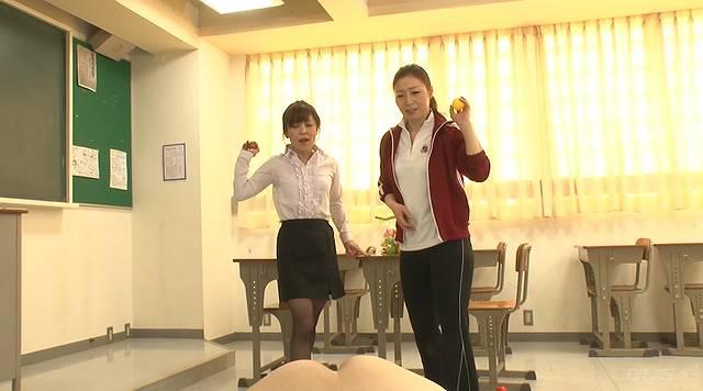 女教師金蹴り地獄006