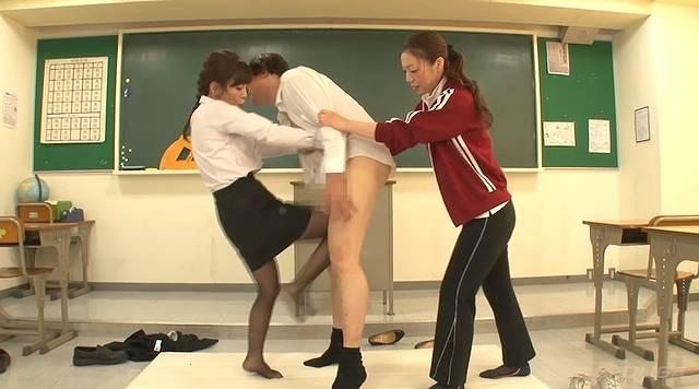 女教師金蹴り地獄007