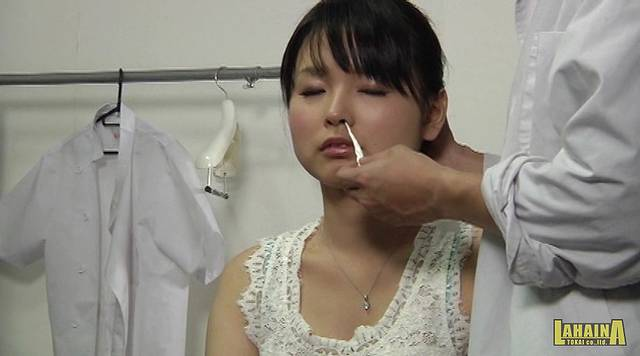 口臭親父が美女の鼻舐めレイプ003