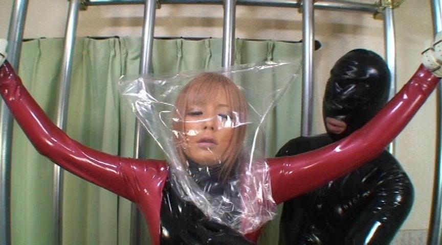 ラバーギャル 宮下つばさ ~ギャル女優宮下つばさの初めての呼吸制御~ 003